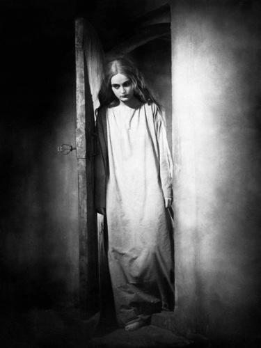 Camilla Horn in Franz Murnau's /Faust/, 1926.