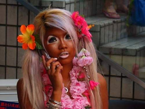 A Ganguro Girl. Photo source unknown.