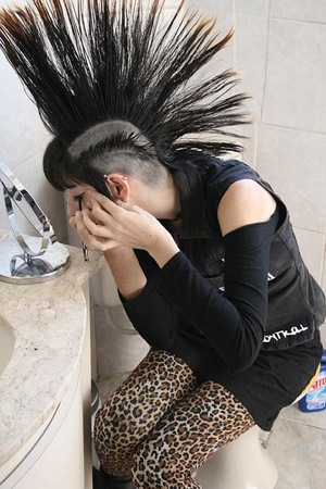 A punk girl, applying eyeliner. photo by erick hrz aguirre
