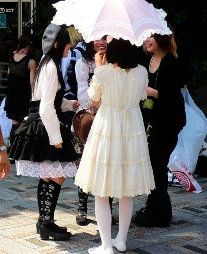 Gothic Lolita group photo by Stéfan. Attribution ShareAlike.