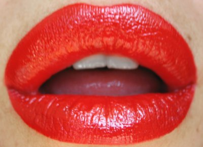 Red lipstick in action. Photo in public domain.